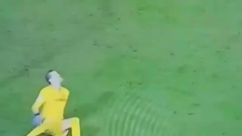 Луис Суарес забил гол, столкнувшись с вратарём соперника Иваном Куэльяром.