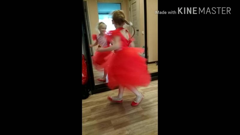 красное классное платье .