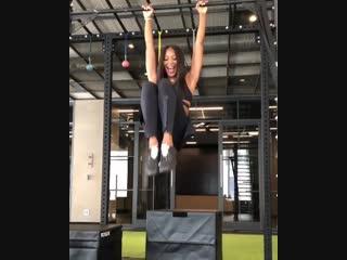Наоми Кэмпбелл показала, как нужно тренироваться