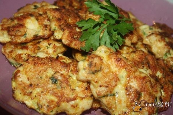 """""""Еврейские"""" котлетки Еврейские хитрые котлетки помогут из минимального набора продуктов быстро и вкусно накормить всю семью… всего две куриных грудки, а котлеток – гора!"""