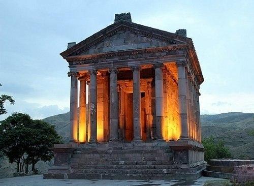 Храм Гарни.