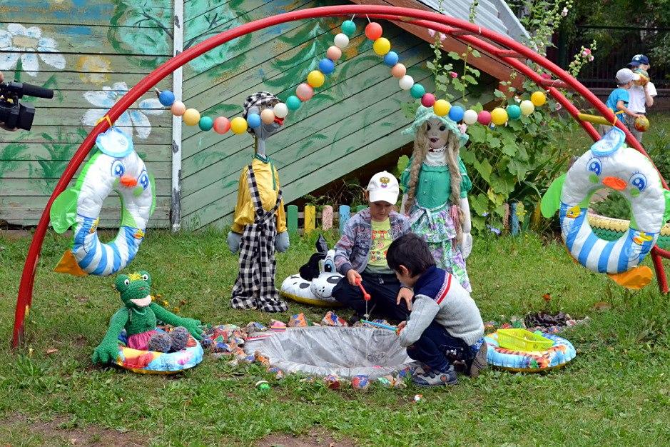 Двор детского сада фото