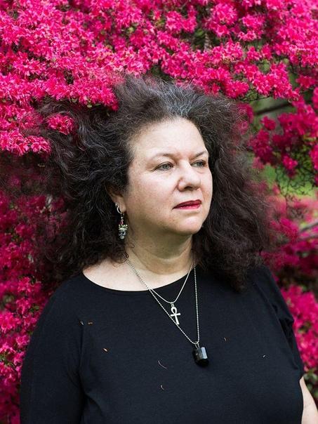 Как выглядят современные ведьмы Фотограф Фрэнсис Денни исколесила всю территорию США в поисках женщин, называющих себя ведьмами, жрицами, колдуньями и целительницами. Ей пришлось немало
