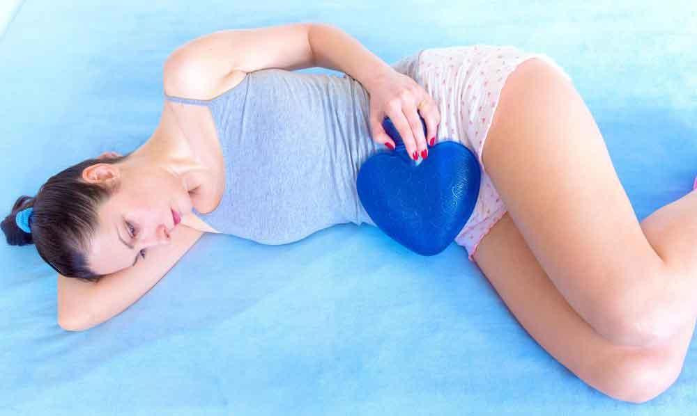Очищение кишечника может помочь облегчить менструальную боль.