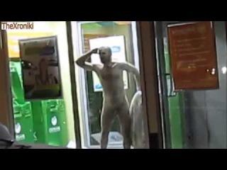 Прикол,сумасшедший,обдолбанный голый мужик (2013) Funny, stoned, crazy, naked man (2013)