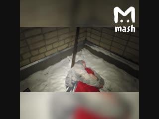 В Кирове пьяный парень выпал из окна