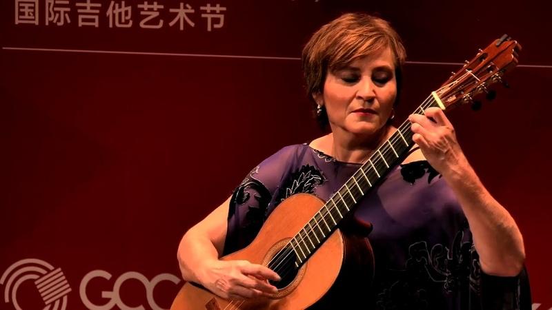 Berta Rojas performing un Sueno en la Floresta Changsha Guitar Festival