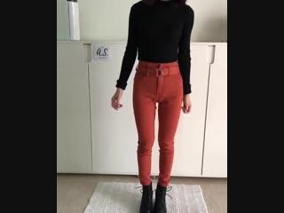 7 молодежных образов с яркими джинсами)