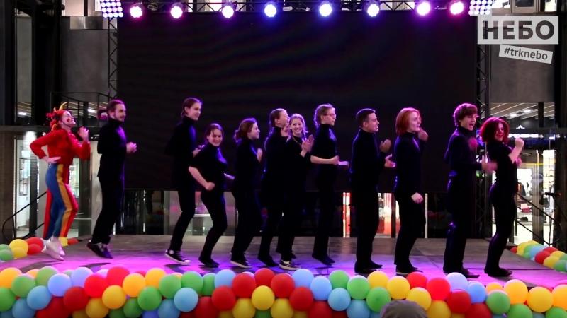 Необычный спектакль «Концерт для маленьких» с громким успехом прошел в ТРК «НЕБО»