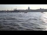 Крейсер Аврору буксируют по Неве на ремонт в Кронштадт 21.09.2014.
