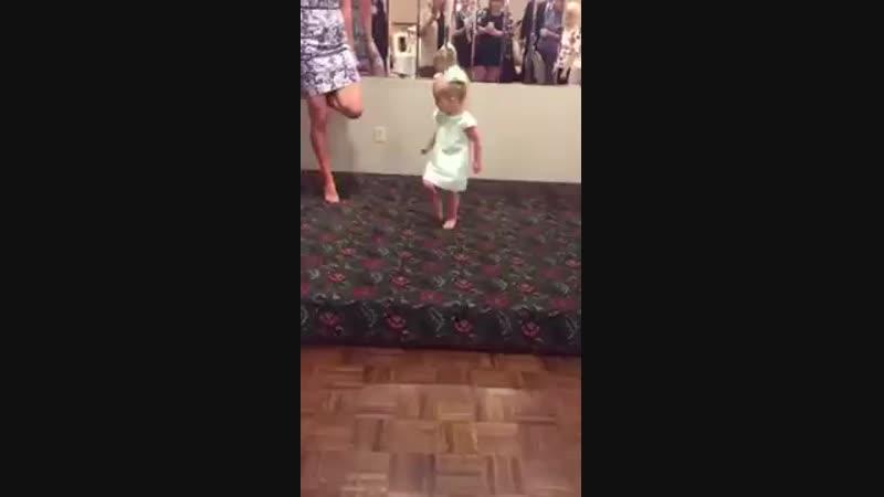 İrlanda Dansı Yapan 2 Yaşındaki Dünyalar Tatlısı Ufaklık ❤️.avi