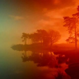 ФЕНОМЕН КРАСНОГО ТУМАНА: МИСТИКА, ИЛИ МИРАЖ Необычное явление, которое иногда наблюдается в северных регионах России, называют по-разному и багровым туманом, и стеной призрачного огня, и красной