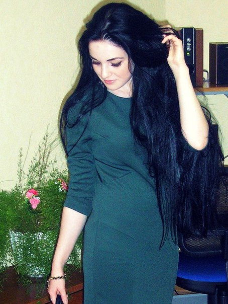 девушки фото с темными волосами