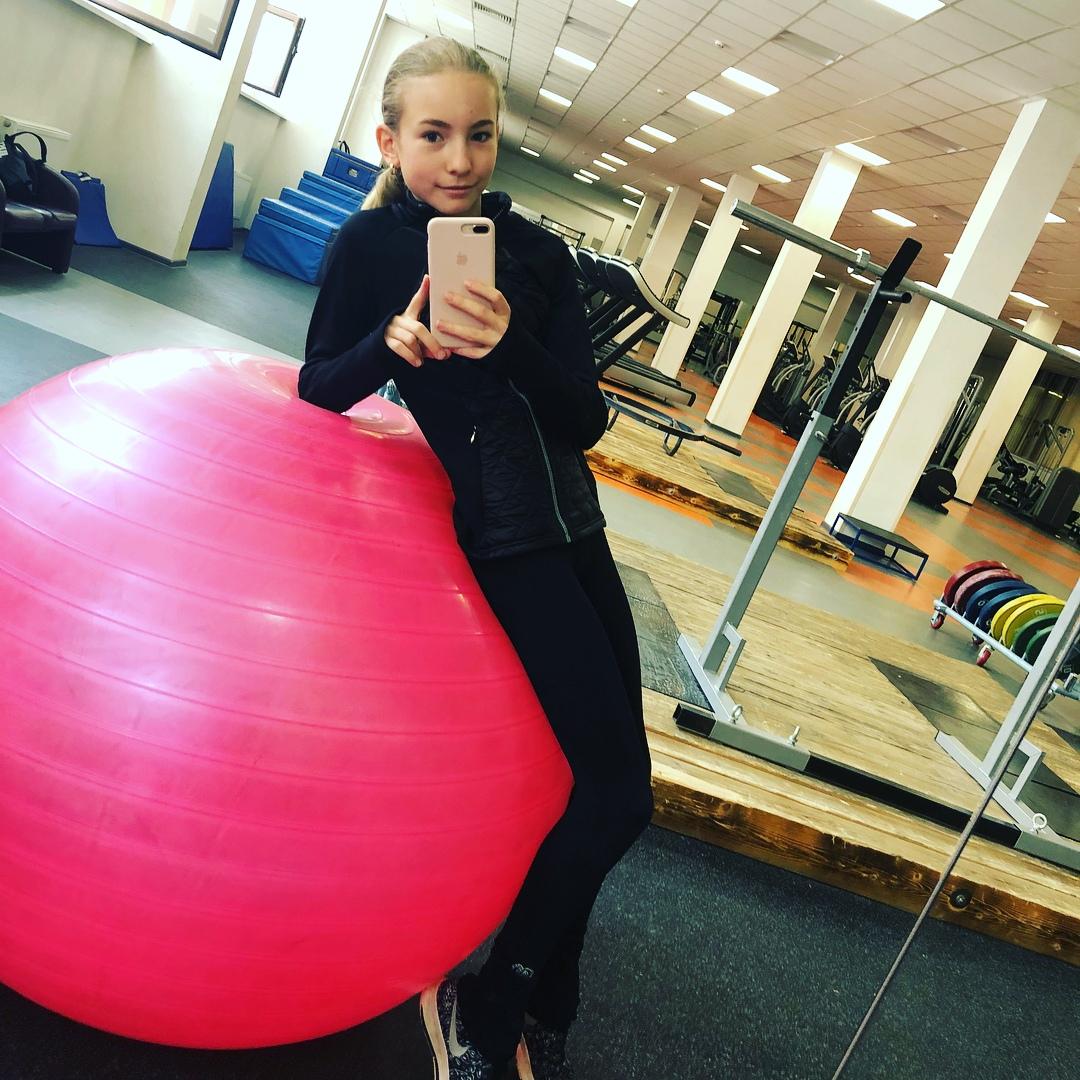 Розовый мяч Новогорска & Индивидуальный чемодан фигуриста - Страница 4 OxFHSGl8x1w