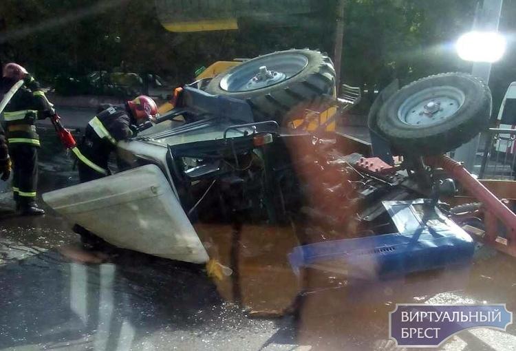 Соболезнования: скончался водитель перевернувшегося на путепроводе трактора