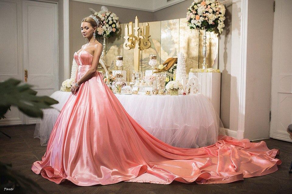 Фото в платьях дома