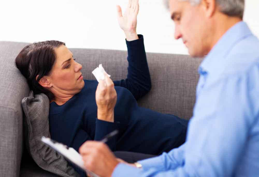 Кто-то, кто страдает от парафилии, может извлечь выгоду из терапии.