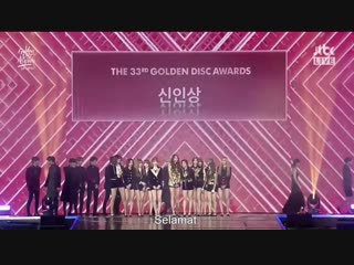 Iz*one winning rookie of the year at the 2019 golden disc awards - album