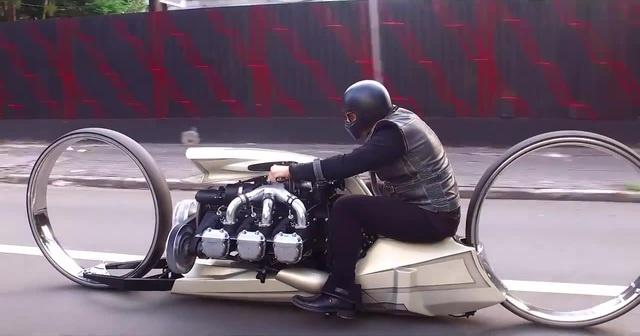 TMC Dumont na rua - A MOTO COM MOTOR DE AVIÃO