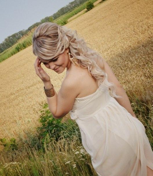 картинка со спины блондинки