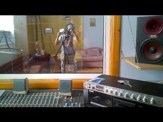 Записываюсь в студии. Процесс идёт