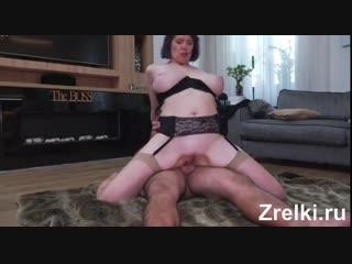 Молодой парень насадил на член зрелую соседку в чулках mature teen anal milf lesbian young boy and mature big tits granny in sto