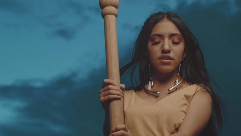 Renata Flores Quechua Mirando la misma Luna Qawachkanchik chay Killallata Vídeo Oficial
