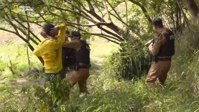Горячие границы: Латинская Америка: 13 серия. За гранью закона / Fronteras Peligrosas Latino America (2018)