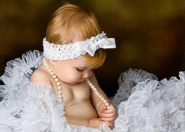 Доченька, как быстро ты растешь!… День-деньской: то куколки, то прятки, Прочь бежишь, нашкодив, без оглядки, А потом — за сказкой подойдешь. К вечеру, устав кружить и петь, Спит моя родная капризуля… Я готова вечность просидеть Над тобою, детство карауля.