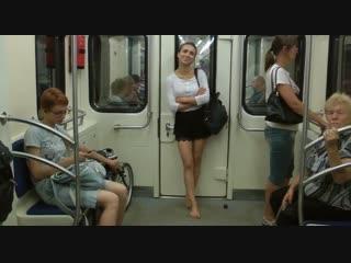 Босая девочка лера – по асфальту, в метро, в электричке...