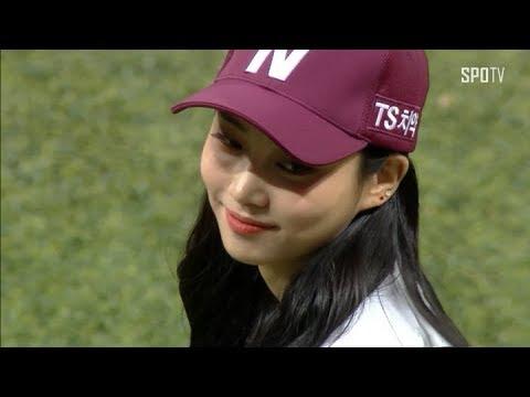 [KBO리그] 송성문도 활짝 웃게 한 걸그룹 다이아 주은의 승리 기원 시구 (07.26)