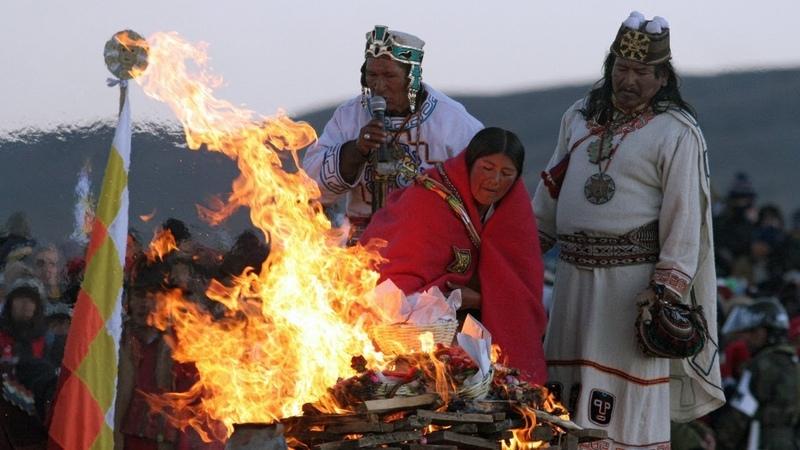 5526-й Новый год боливийцы встречали рассвет и пели песни