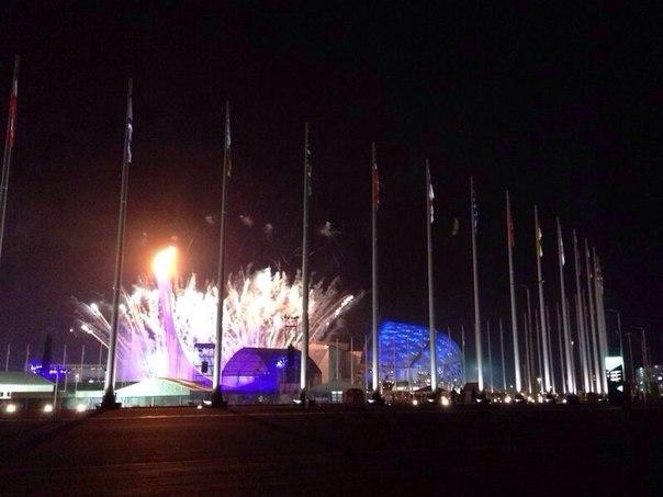 Огонь #Sochi2014 бывал в каждом уголке нашей необъятной страны, под водой и в космосе, и теперь горит на стадионе #Фишт! Чашу Огня на стадионе зажег великий олимпийский тандем на все времена - Ирина Роднина и Владислав Третьяк! #ЦеремонияОткрытия #live