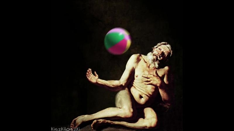 Ночные старцы играют в пляжный волейбол