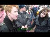 Радужный флаг во время эстафеты Олимпийского огня в Петербурге не дала развернуть полиция
