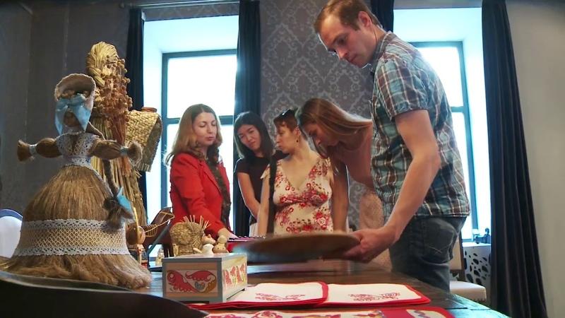Льняная белозерская сударушка и кукла-берегиня уже разместились в музее Ганзы в Вологде