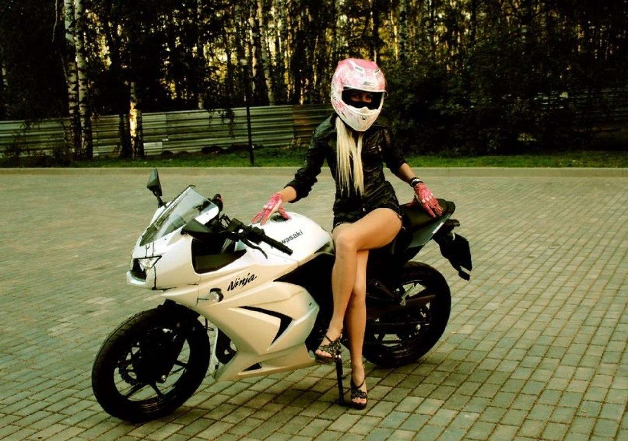 Девушка на мотоцикле фото на аву в вк