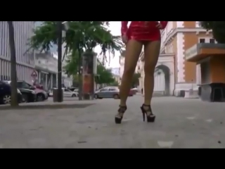 Sexy lady twerk short skirt with nice pussy booty