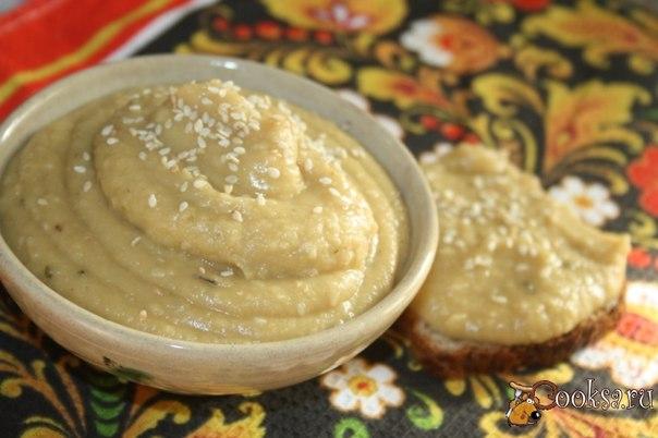 Хумус с лимонным соком, кунжутом и прованскими травами.