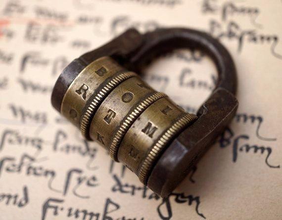Кодовые замки прошлого Привет из прошлого: хорошо сохранившиеся кодовые замки.