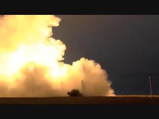 Стрельбы зенитчиков ЮВО ракетами ЗРС С-400 на полигоне Капустин Яр