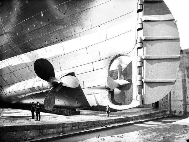 """""""Титаник """" в сухом доке. Здесь вы можете увидеть масштаб корабля , когда человек..."""