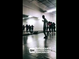 17 марта 2017: Fifth Harmony и Шон на репетиции в танцевальной студии.
