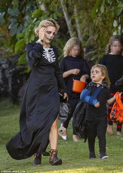 Эльза Патаки Белла ТорнРебел Уилсон и Эллен Дедженерес#Halloween2018