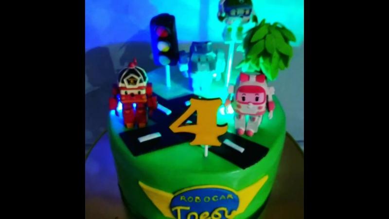 Торт с настоящими игрушками