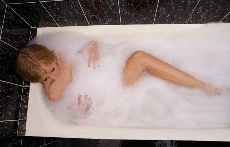 Попка фото в ванной с коди поймала дрочкой