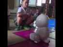 NC Умный робот заменяет воспитательницу детсада в Китае