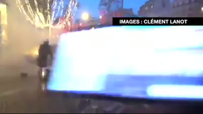 Sans aucune raison valable, des motards ont lancé des grenades GLI-F4 pour bloquer le mouvement...