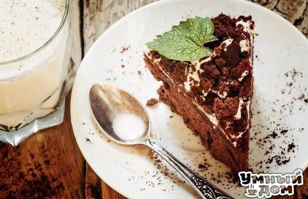 Пять десертов без сахара для тех, кто на диете Десерты без сахара — звучит, как оксюморон. Но на самом деле, для приготовления потрясающе вкусных, но малокалорийных лакомств сахар вовсе и не нужен. Естественная сладость ягод и фруктов, шоколадная горчинка и немного натурального подсластителя стевии — вот все, что нужно для идеального десерта.. В сегодняшнем обзоре — 5 рецептов вкуснейших рецептов, в приготовлении которых вполне можно обойтись без сахара. 1. Шоколадный торт с кремом из…
