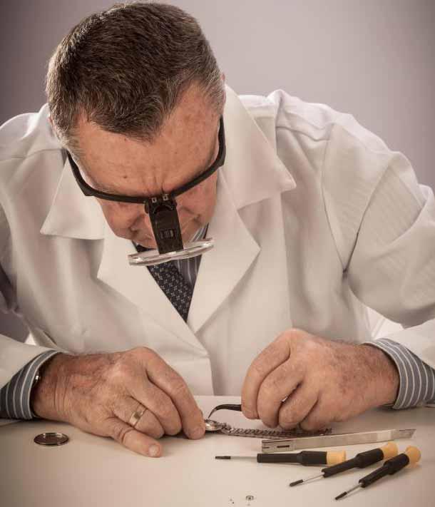 Часовщики иногда используют стоматологическую дрель.